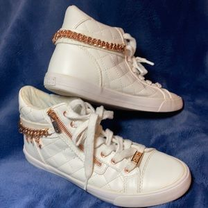 GUESS Maelee white mid-top sneakers gold chain 8